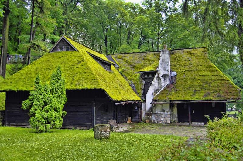 Casa de campo bonita romania fotos de stock