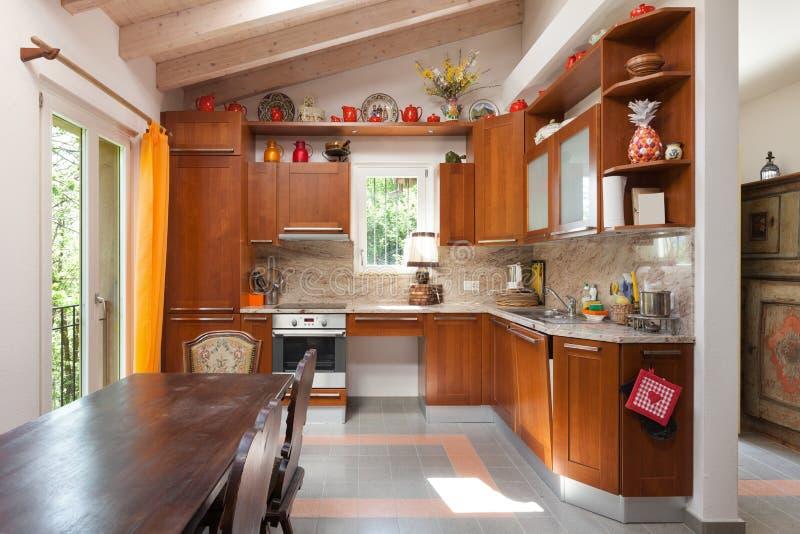 Casa de campo, cocina imagen de archivo. Imagen de sitio - 57687881