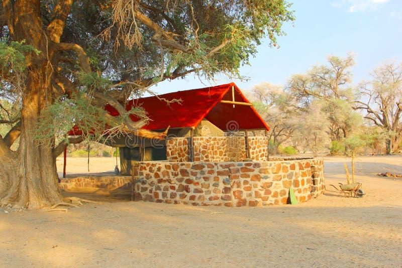 Casa de campo de lujo de la tienda, de nuevo a la naturaleza, Namibia fotografía de archivo