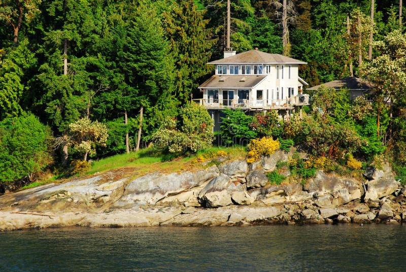 Casa de campo do beira-mar imagem de stock royalty free