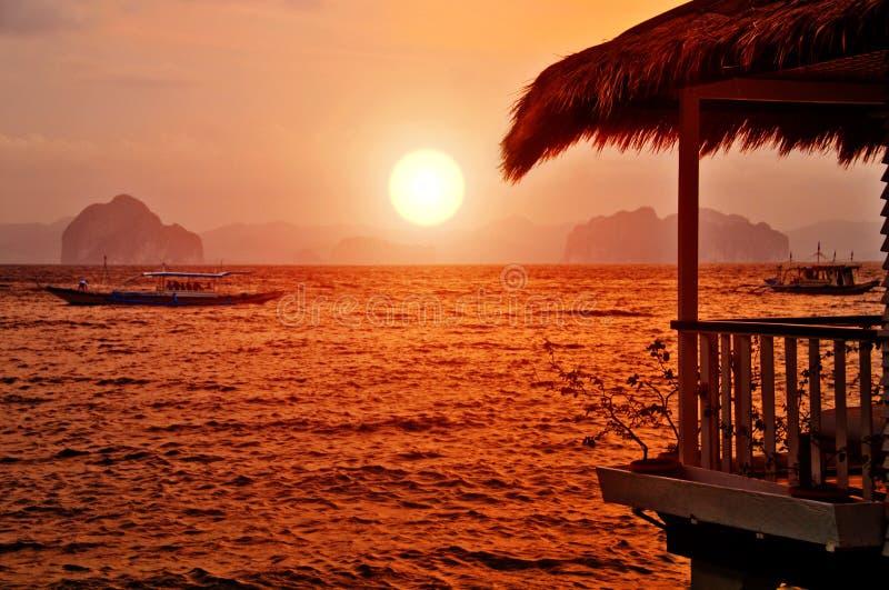 Casa de campo do por do sol imagens de stock royalty free