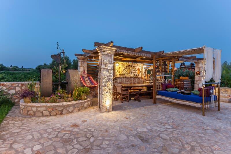 Casa de campo exterior com decoração imagem de stock royalty free