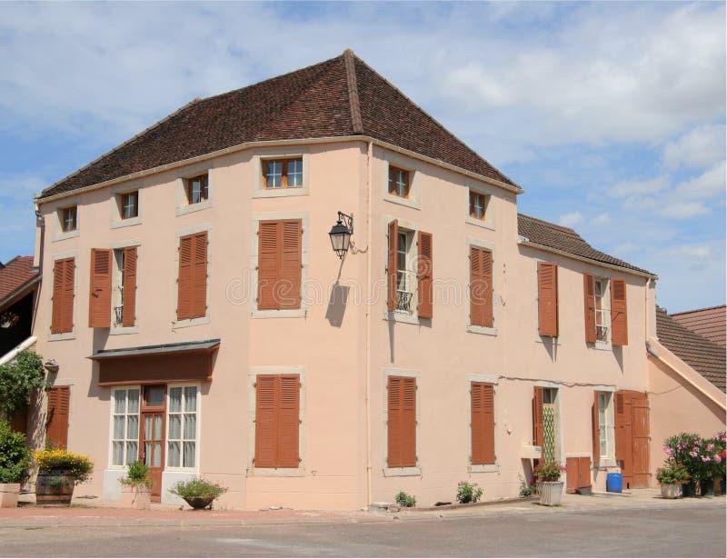 Casa de campo francesa en esquina imagen de archivo libre de regalías