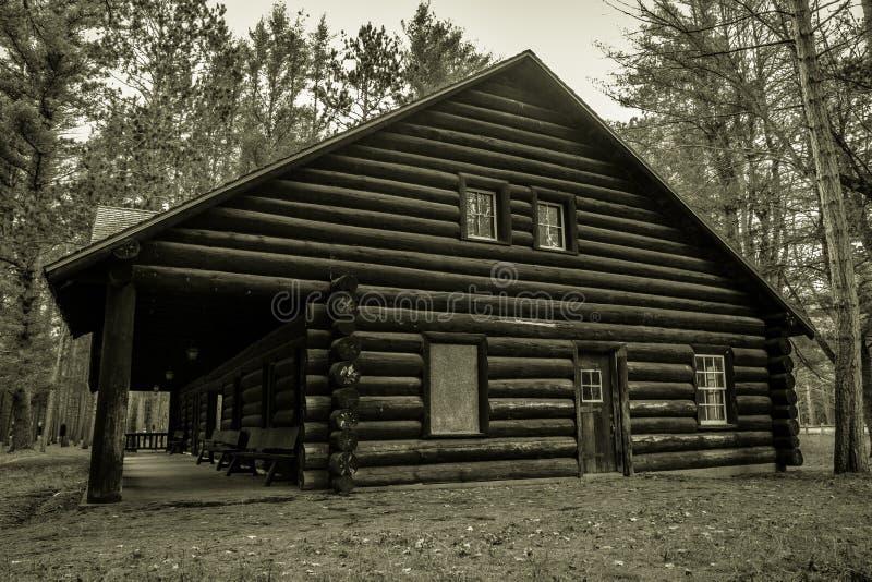 Casa de campo histórica de la cabaña de madera imágenes de archivo libres de regalías
