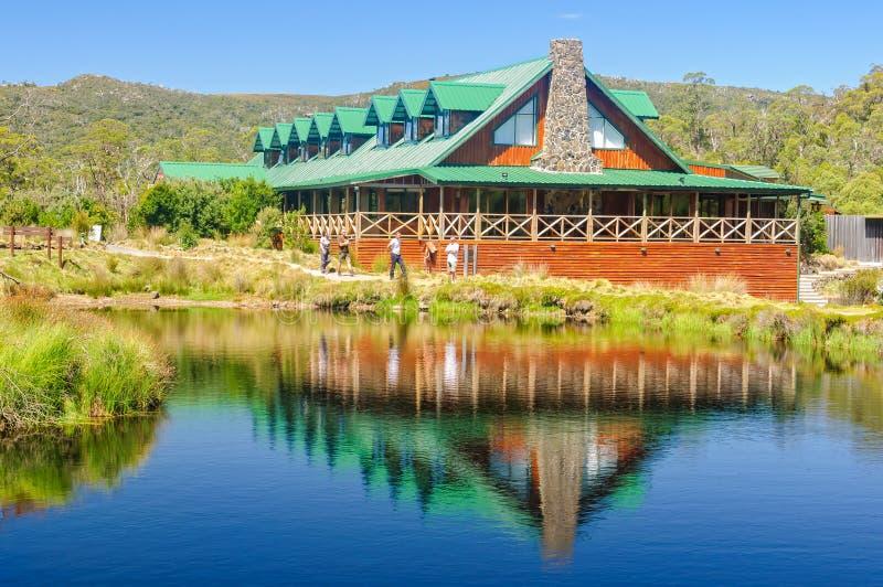 Casa de campo de la montaña de la cuna - Tasmania imagenes de archivo