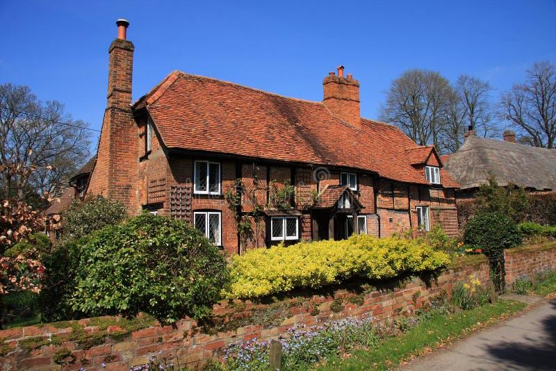 Casa de campo medieval do tijolo e da madeira foto de stock royalty free