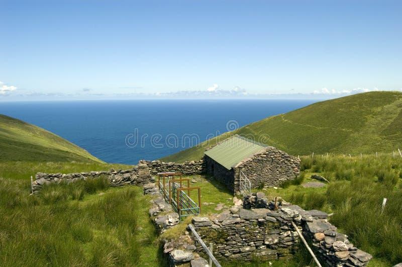 Casa de campo na península do Dingle. Ireland foto de stock royalty free