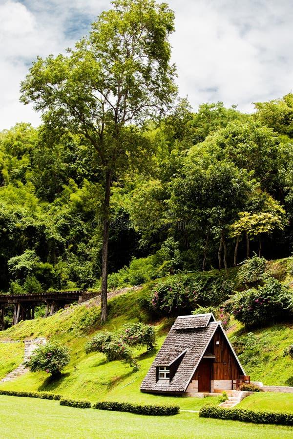 Casa de campo na selva imagem de stock