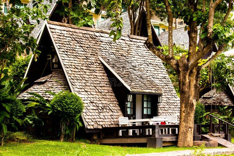 Casa de campo na selva fotografia de stock