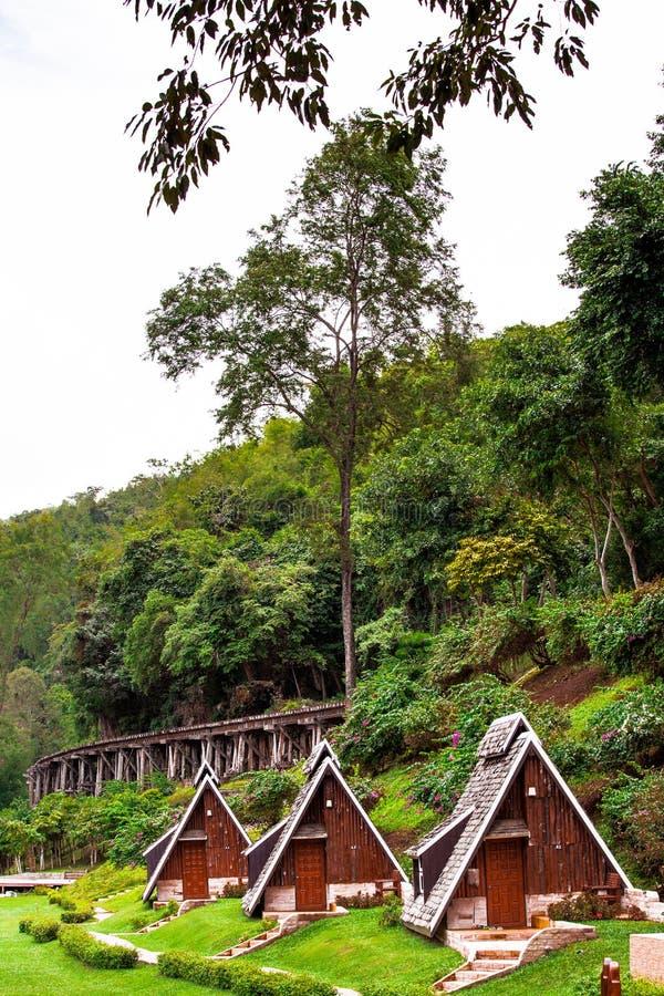 Casa de campo na selva imagens de stock