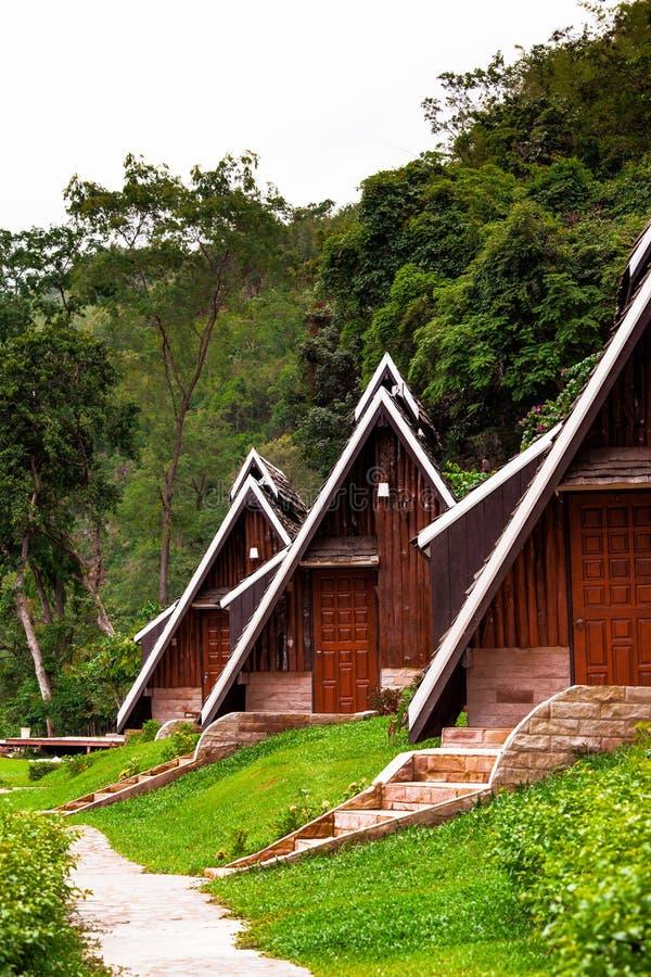 Casa de campo na selva fotos de stock