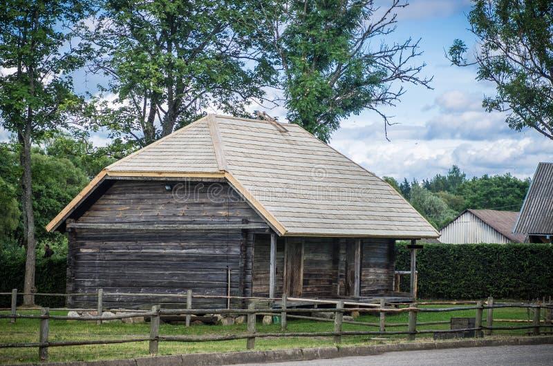 Casa de campo no campo foto de stock