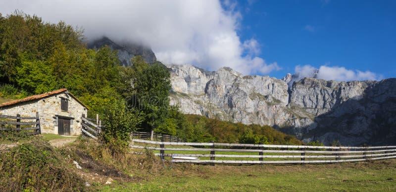 Casa de campo no parque nacional imagem de stock royalty free