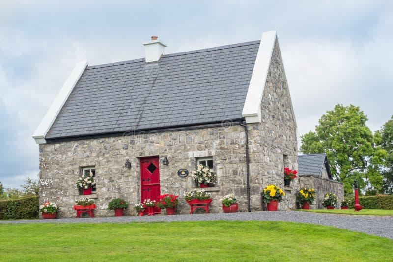 Casa de campo de pedra irlandesa imagem de stock royalty free