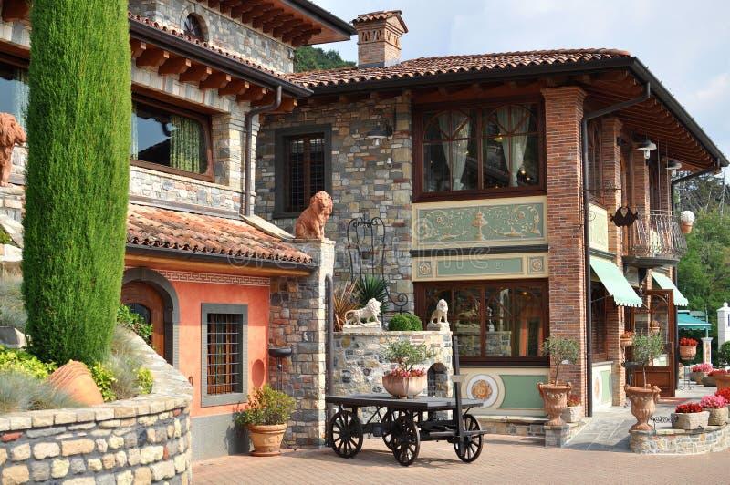 Casa de campo romántica en Italia foto de archivo libre de regalías