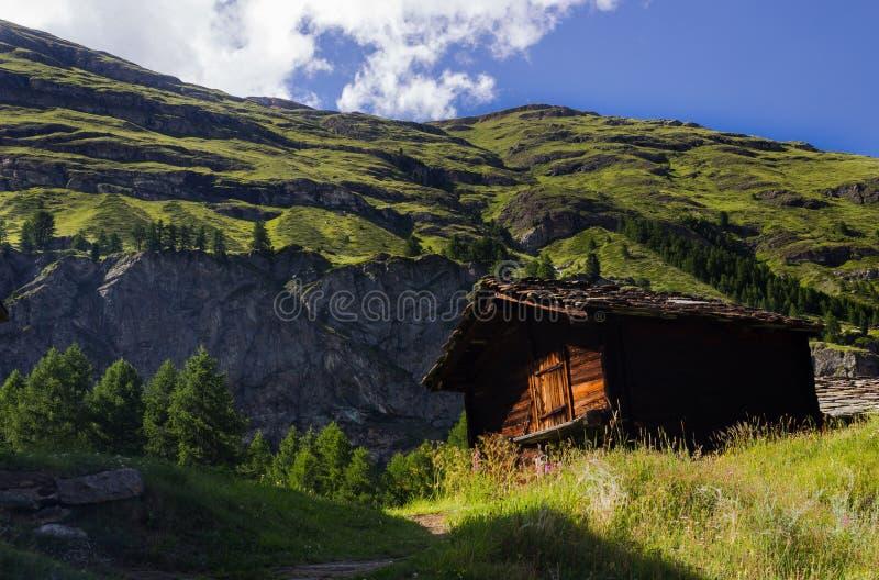 Casa de campo suíça fotografia de stock royalty free