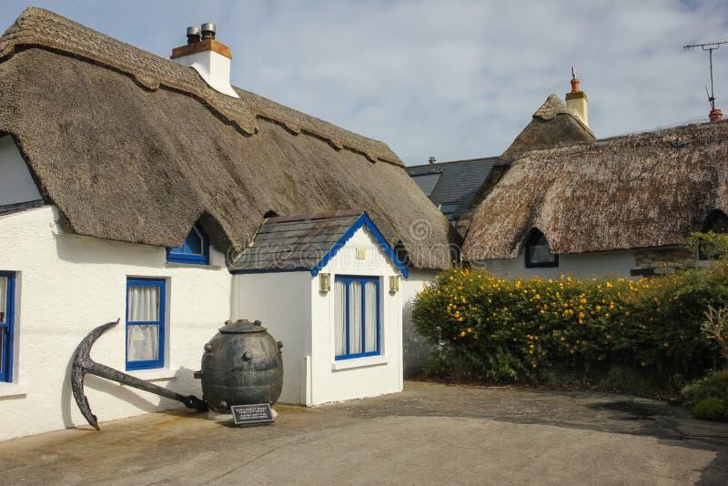 Casa de campo Thatched Cais de Kilmore condado Wexford ireland imagem de stock royalty free