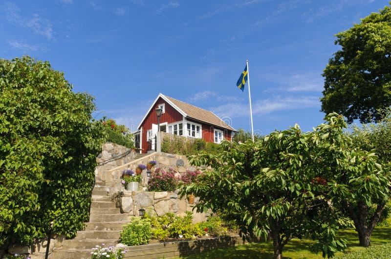 Casa de campo vermelha em Sweden fotos de stock royalty free