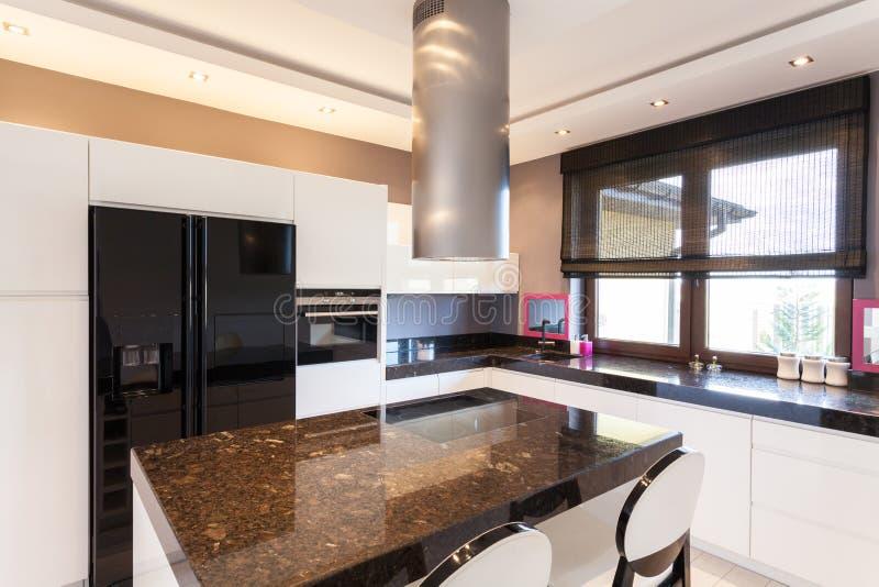 Casa de campo vibrante - cozinha fotografia de stock
