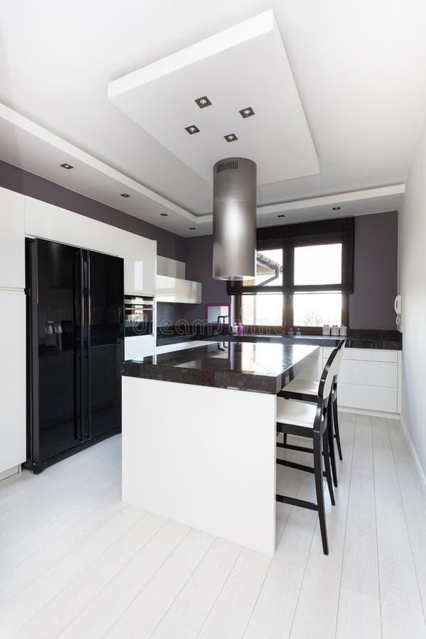 Casa de campo vibrante - cozinha fotografia de stock royalty free