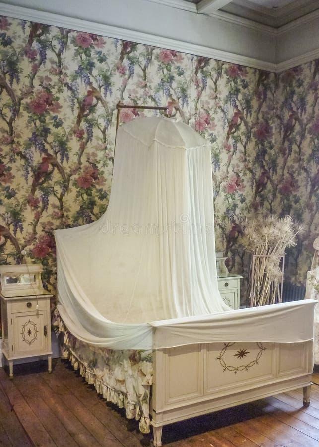 Casa de campo victoria interior foto de stock imagem de quarto cortinas 49218114 - Cortinas para casa de campo ...