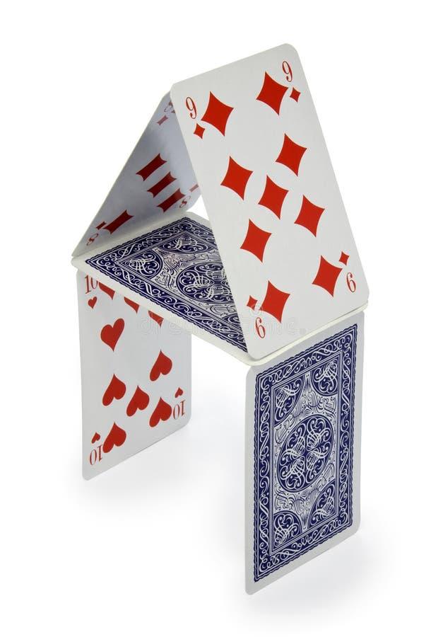 Casa de cartões isolados no branco imagens de stock royalty free