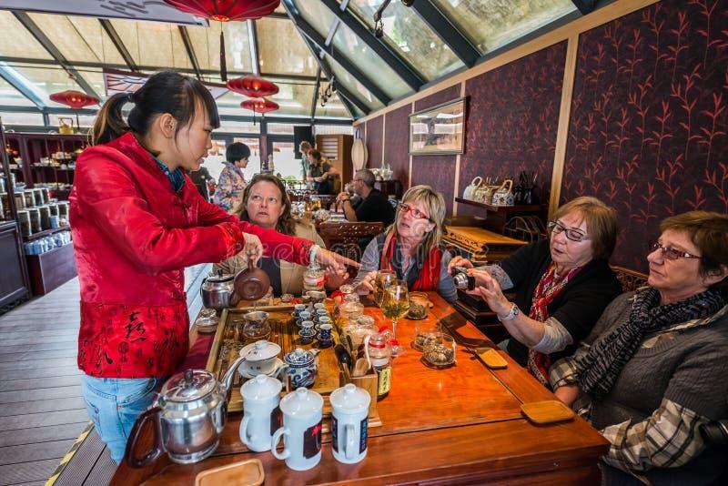Casa de chá bebendo do gosto do turista de Fang Bang Zhong Lu cit velho imagens de stock