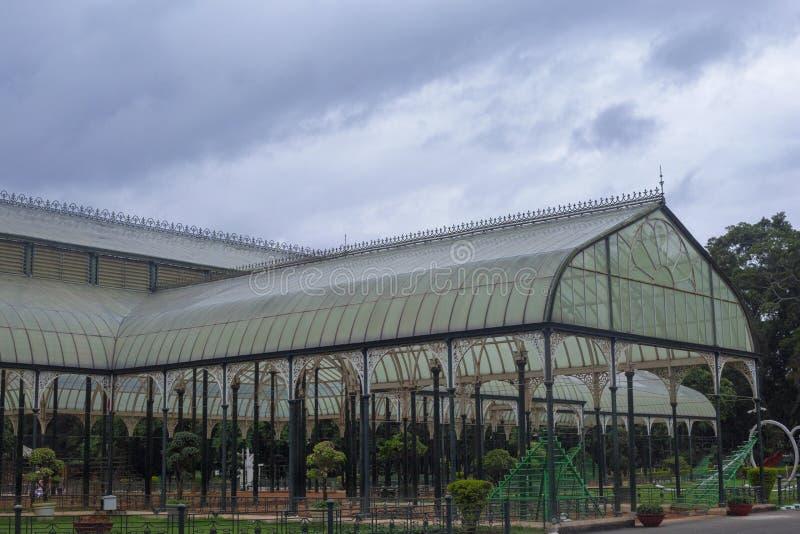 Casa de cristal en el jardín botánico de Lalbagh, Bangalore, Karnataka, la India fotografía de archivo