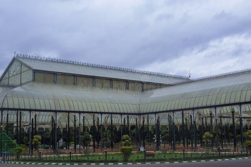 Casa de cristal en el jardín botánico de Lalbagh, Bangalore, Karnataka, la India foto de archivo