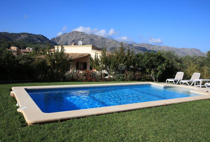 Casa de Finca con la piscina cerca de Pollensa majorca fotografía de archivo libre de regalías