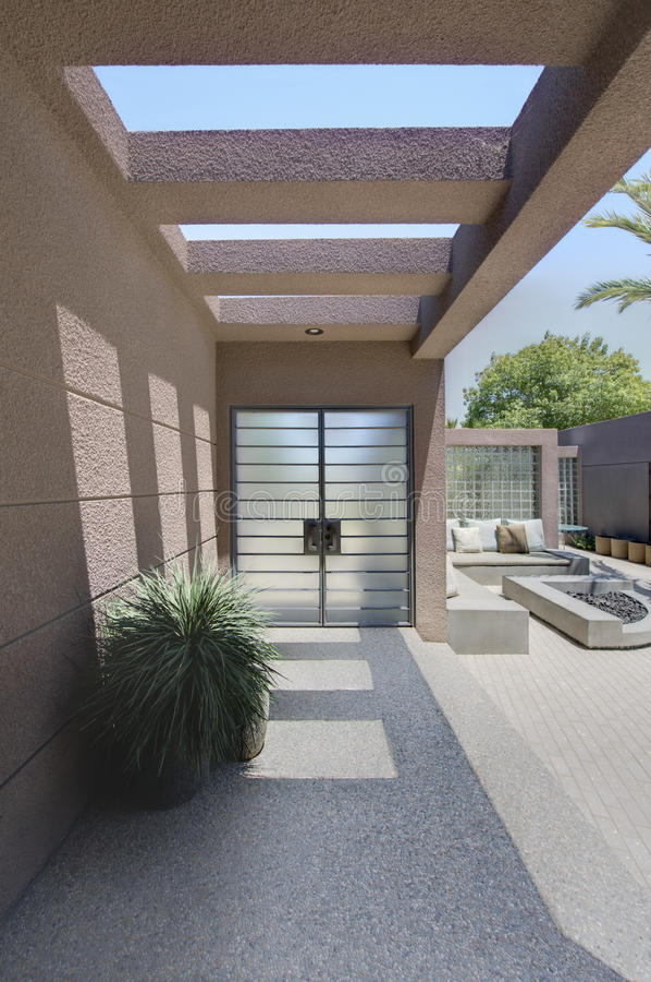 Casa de Front Entrance With Veranda Of fotografia de stock royalty free