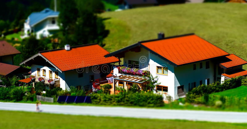 Casa de hóspedes no lugar calmo, nas montanhas e na natureza, Áustria fotografia de stock