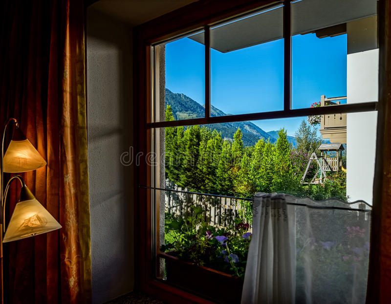 Casa de hóspedes no lugar calmo, nas montanhas e na natureza, Áustria fotografia de stock royalty free