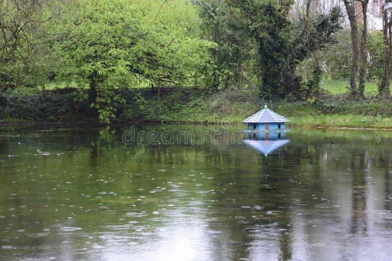 Casa de hadas en el agua fotos de archivo libres de regalías