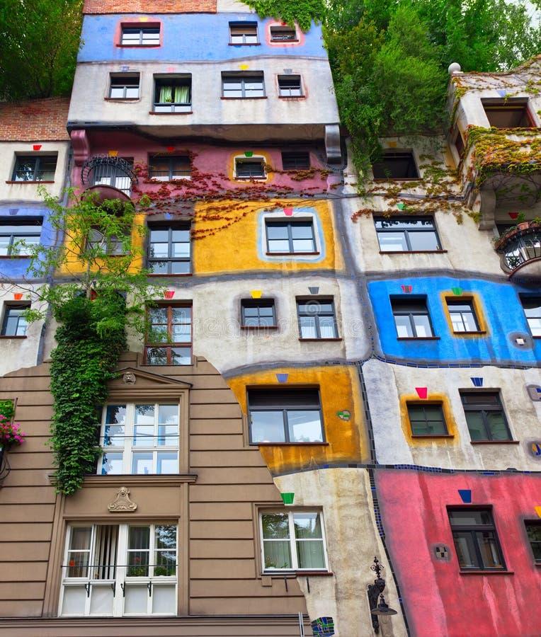 Casa de Hundertwasser em Viena, Áustria. imagem de stock