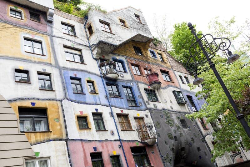 Casa de Hundertwasserhaus Hundertwasser en Viena fotos de archivo libres de regalías