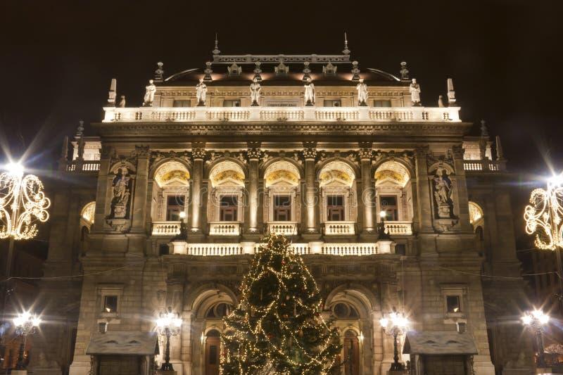 Casa de la ópera en Budapest en el christmastime fotografía de archivo