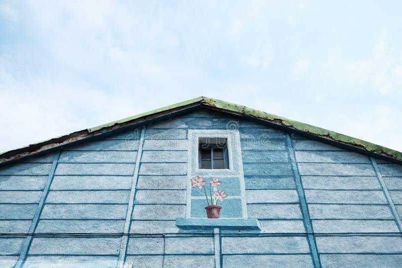 Casa de la madera azul imagen de archivo