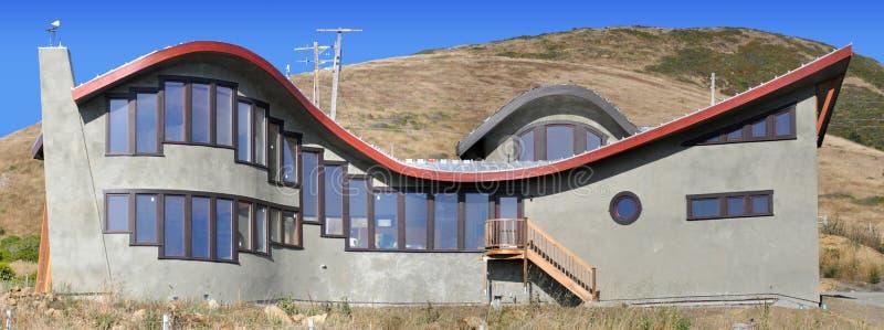 Casa de la onda que pasa por alto el Océano Pacífico foto de archivo libre de regalías
