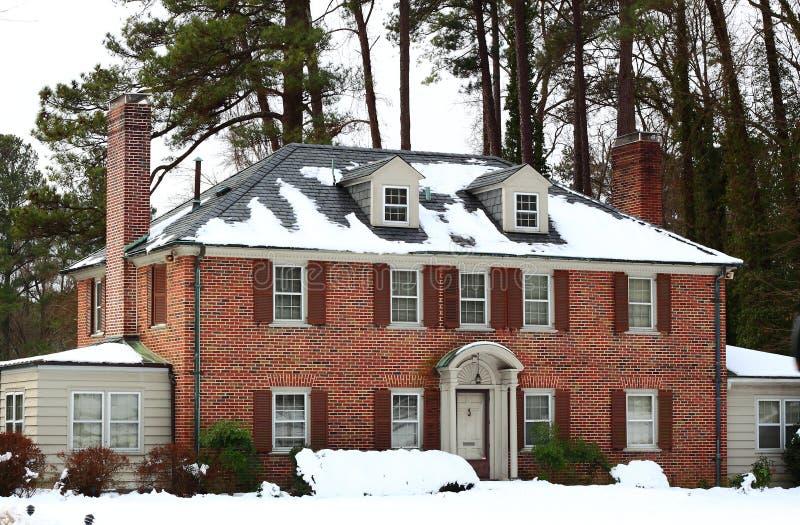 Casa de lujo en invierno fotografía de archivo libre de regalías