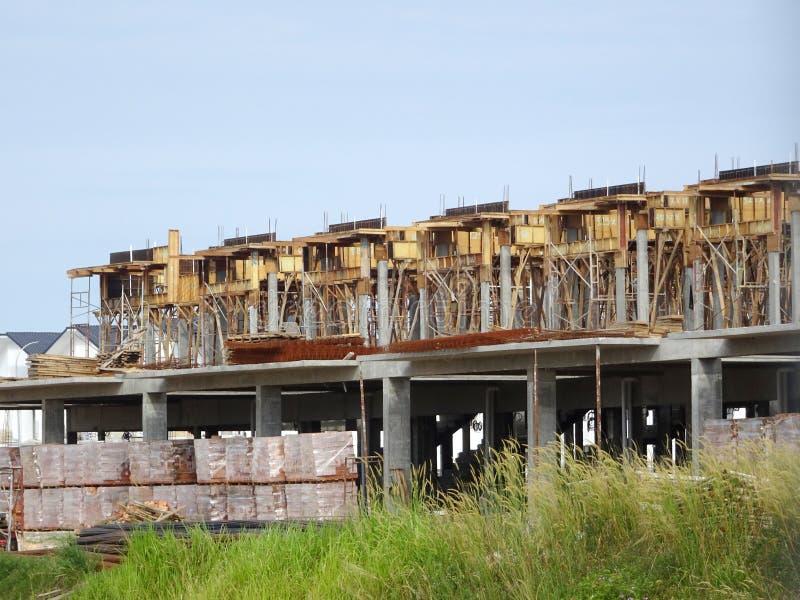 Casa de lujo de la terraza de la historia doble bajo construcci?n en Malasia imagenes de archivo
