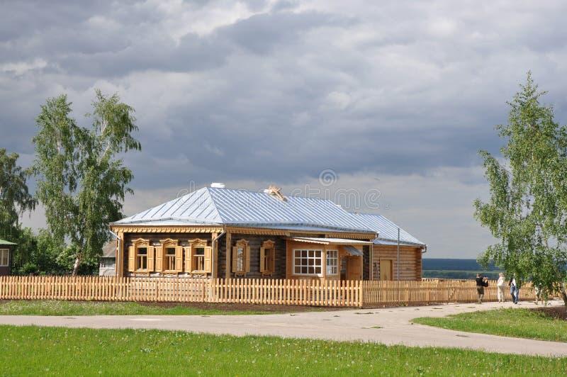 Casa de madeira bonita foto de stock