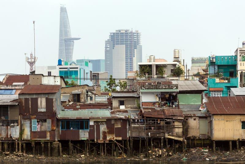 Casa de madeira do degradado em Saigon imagem de stock royalty free