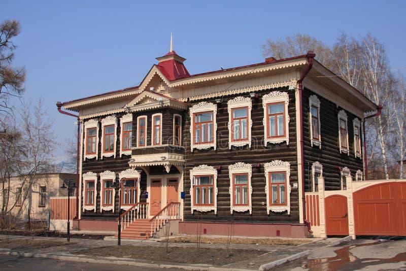 Casa de madeira do russo. imagem de stock