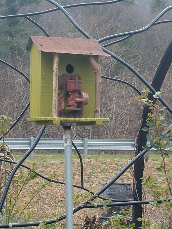 Casa de madeira pequena do pássaro imagens de stock