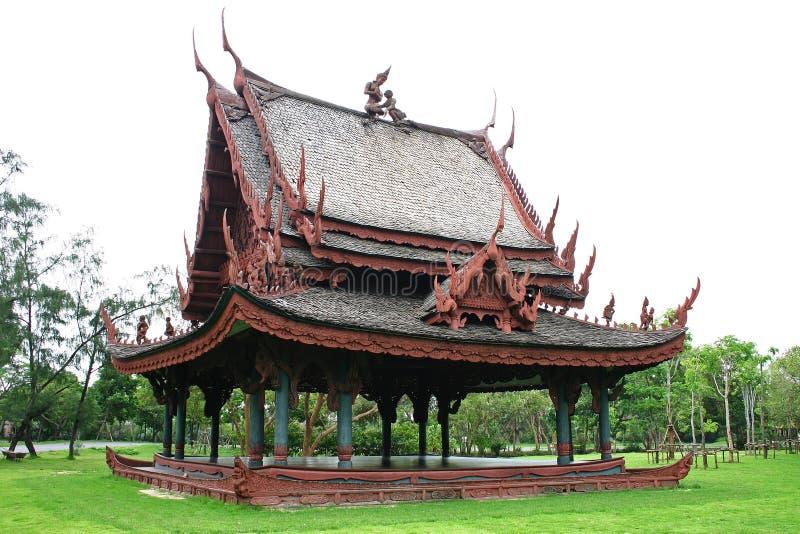 Casa de madeira tailandesa tradicional imagens de stock royalty free