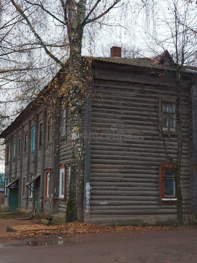 Casa de madeira velha em R?ssia foto de stock royalty free