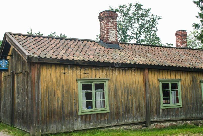 Casa de madeira velha em Turku, Finlandia imagens de stock royalty free
