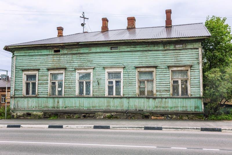 Casa de madeira velha na cidade Close-up imagem de stock royalty free