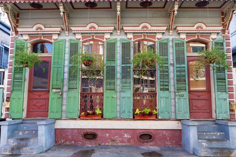 Casa de madeira velha no bairro francês foto de stock royalty free